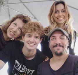 Antonio Hernández Fimia junto con tres compañeros de reparto. Foto de su instagram